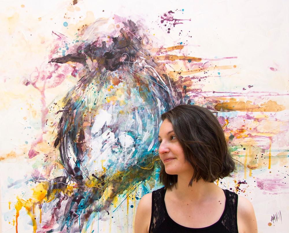 """L'artiste Anne-Marie Villeneuve, devant l'oeuvre """"Plénitude"""""""