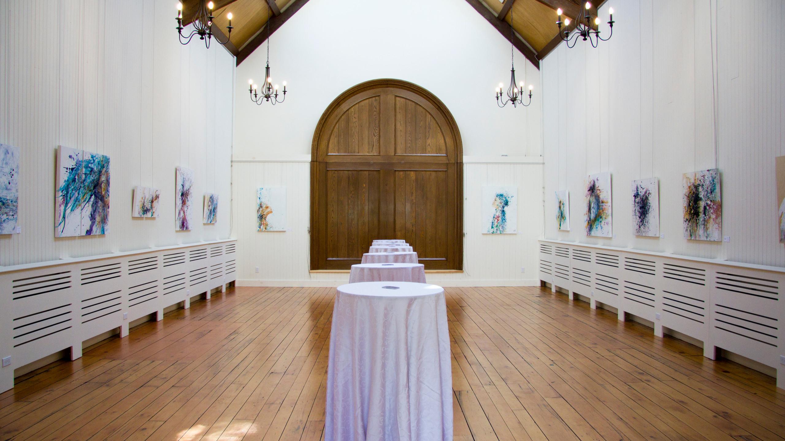 Vue d'ensemble de l'exposition solo au Manoir-Papineau, à Montebello.