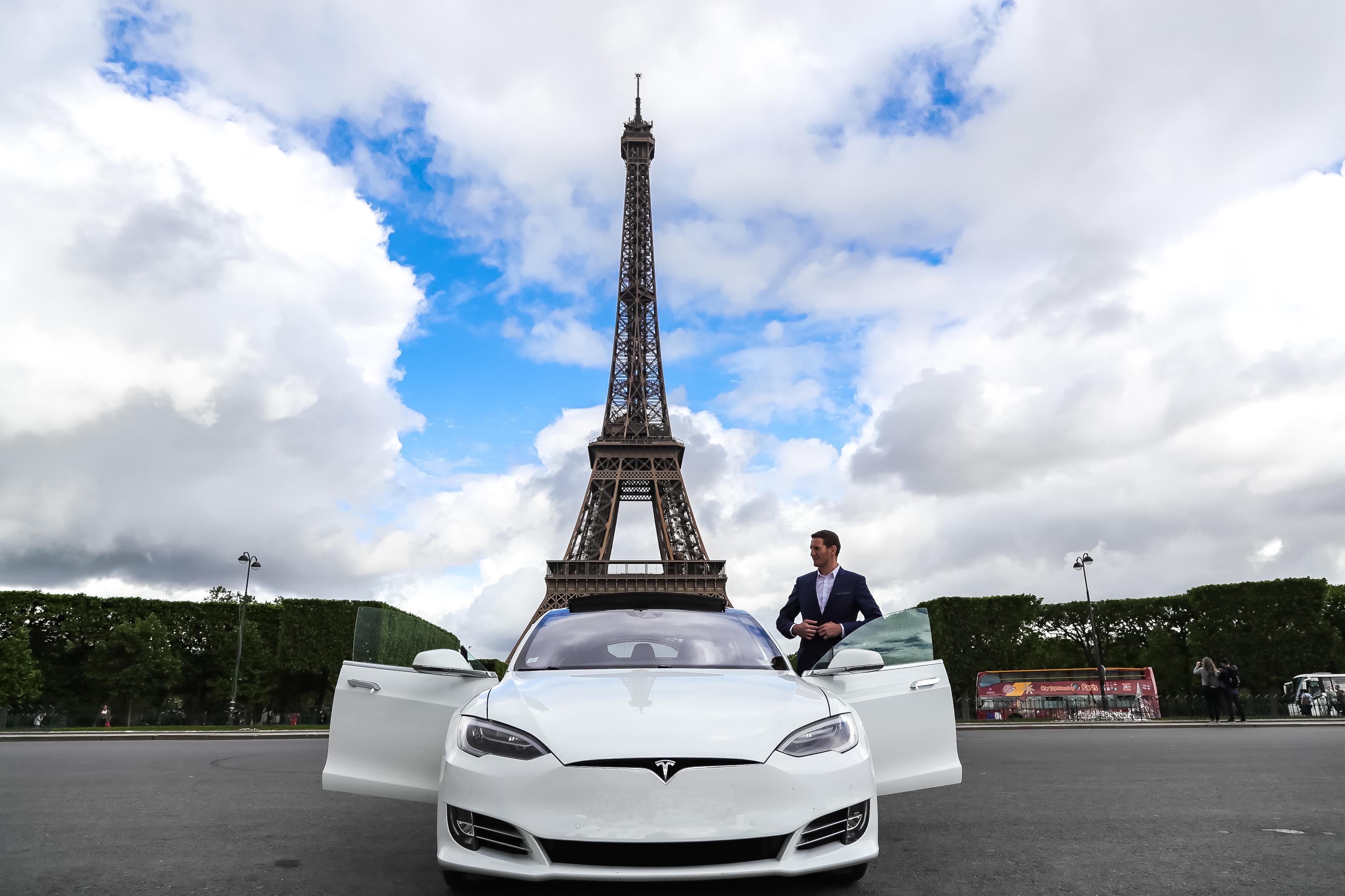 Tesla model S tour eiffle air fra