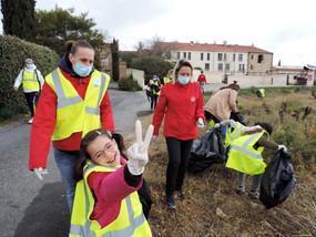 Une opération de ramassage des déchets avec la fondation des apprentis d'Auteuil