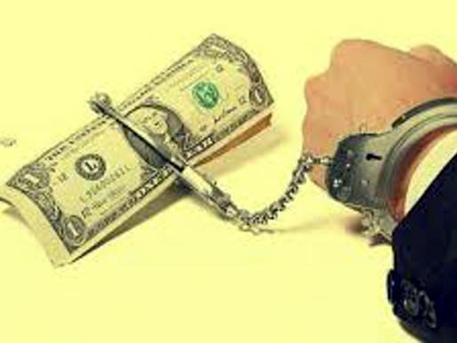 La deuda es una soga puesta en el cuello de los pueblos.