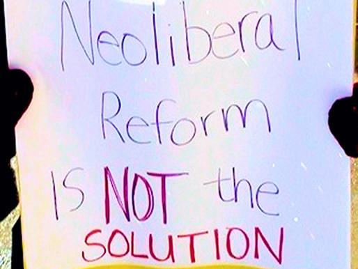 Es unaIlusión creer que una sociedad justa puede crearse a la manera neoliberal