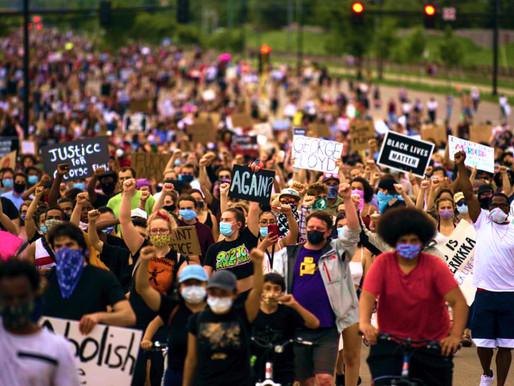 EU:Los manifestantes aseguran la orden de restricción y piden sancionar a las fuerzas federales