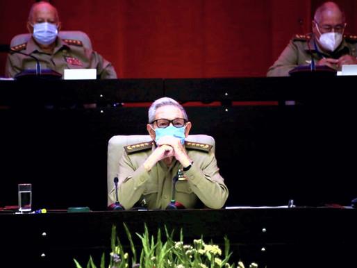 Raúl Castro presenta Informe Central del 8vo Congreso del Partido Comunista de Cuba