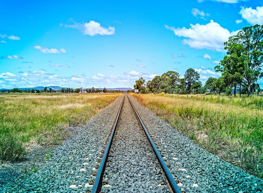 Los negacionistas, los trenes y la 4T