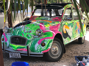 Painting a Citroen 2CV  at Kontiki Beach Resort Curacao