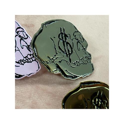 Linchy skull pin