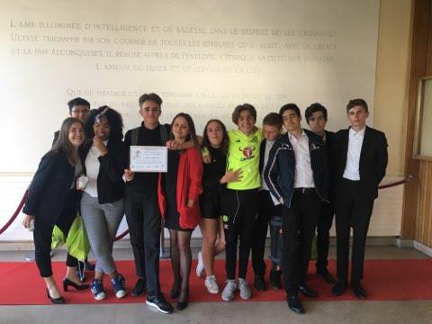 Les élèves de la 2BTHR2 ont participé à la dixième édition de l'opération « Droit au Coeur »