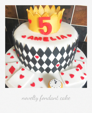 queen of hearts fondant cake