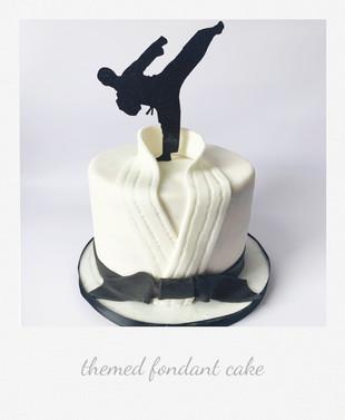 karate fondant cake.jpg