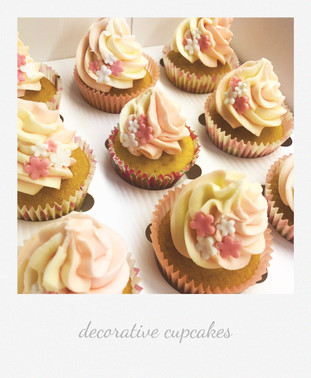 decorative flower cupcakes