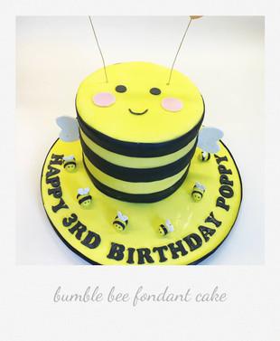 bumblebee fondant cake