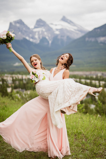 Canmore wedding photographer at A Bear and Bison Inn wedding