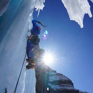 Alex Popov Photography ice climbing in Banff