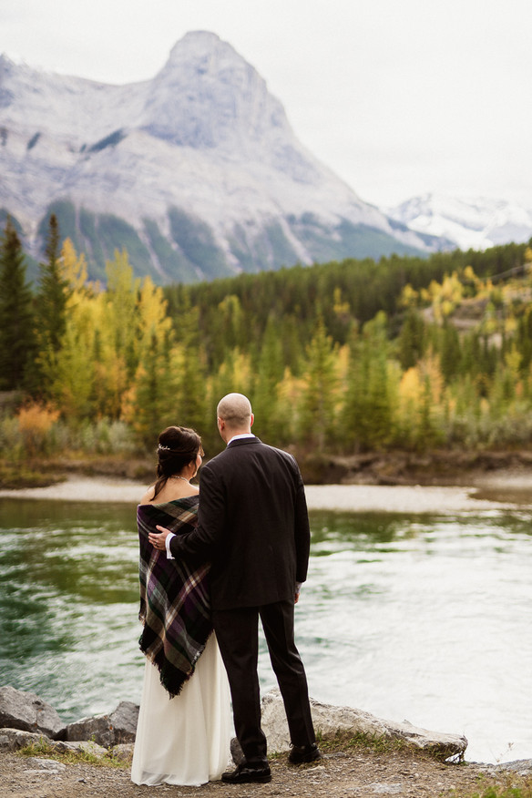 Beautiful Fall weather and colours during this Canmore elopement