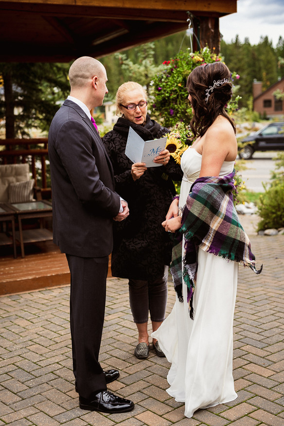 Elopement ceremony at A Bear and Bison Inn