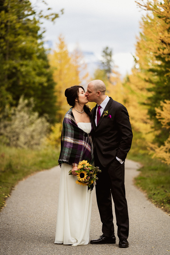 Fall colours and a sweet kiss by Canmore elopement photographer