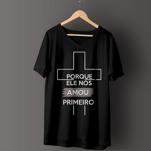 Camiseta   Porque ele nos Amou primeiro  Preta