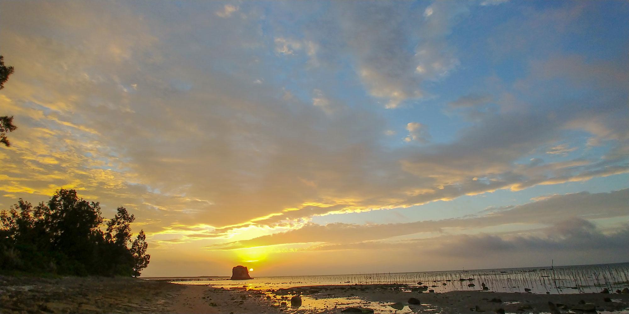 美崎海岸から望む朝日
