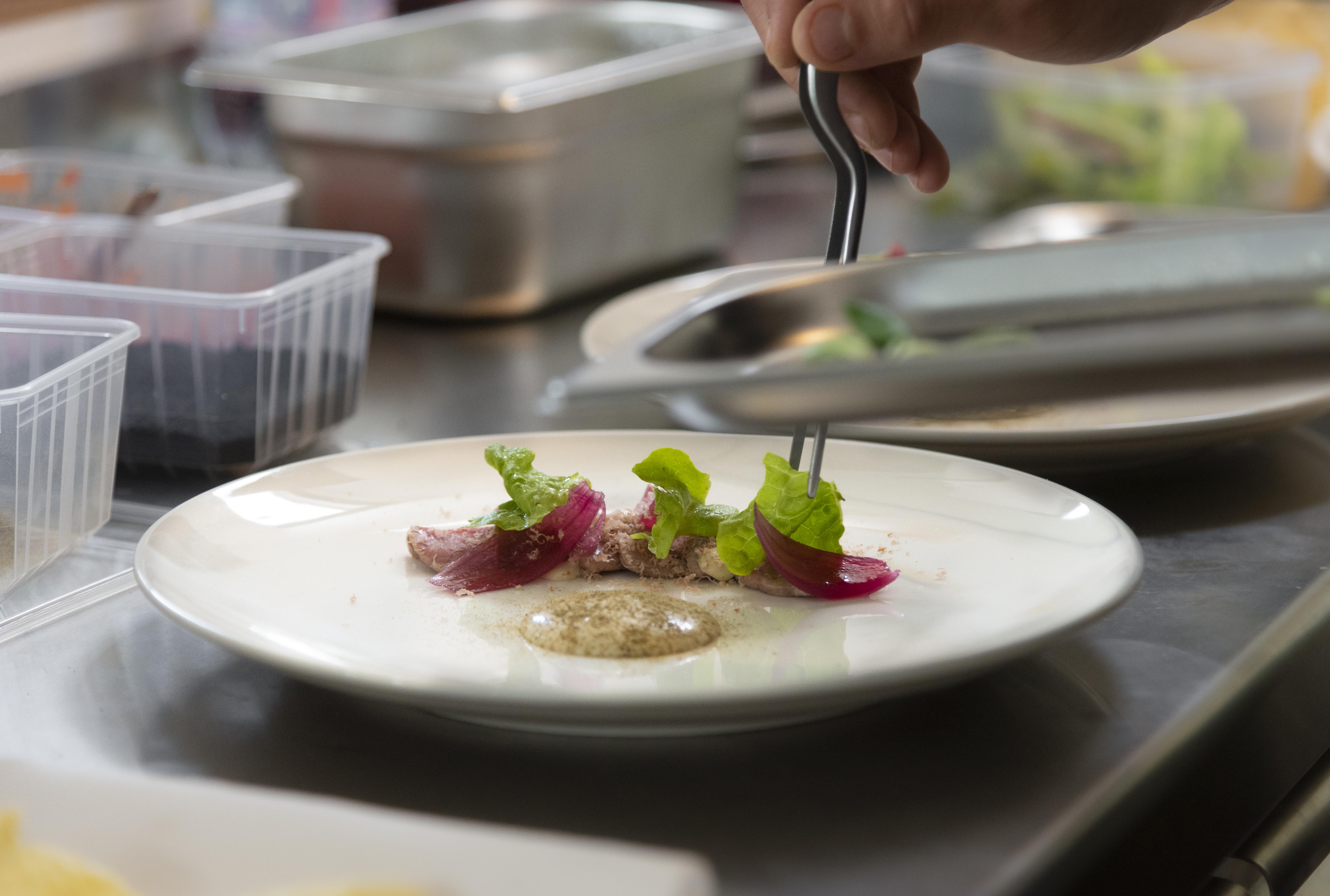 Grillezett marha carpaccio*, szardellás majonéz, tonhalpehely /Vitello tonnato/