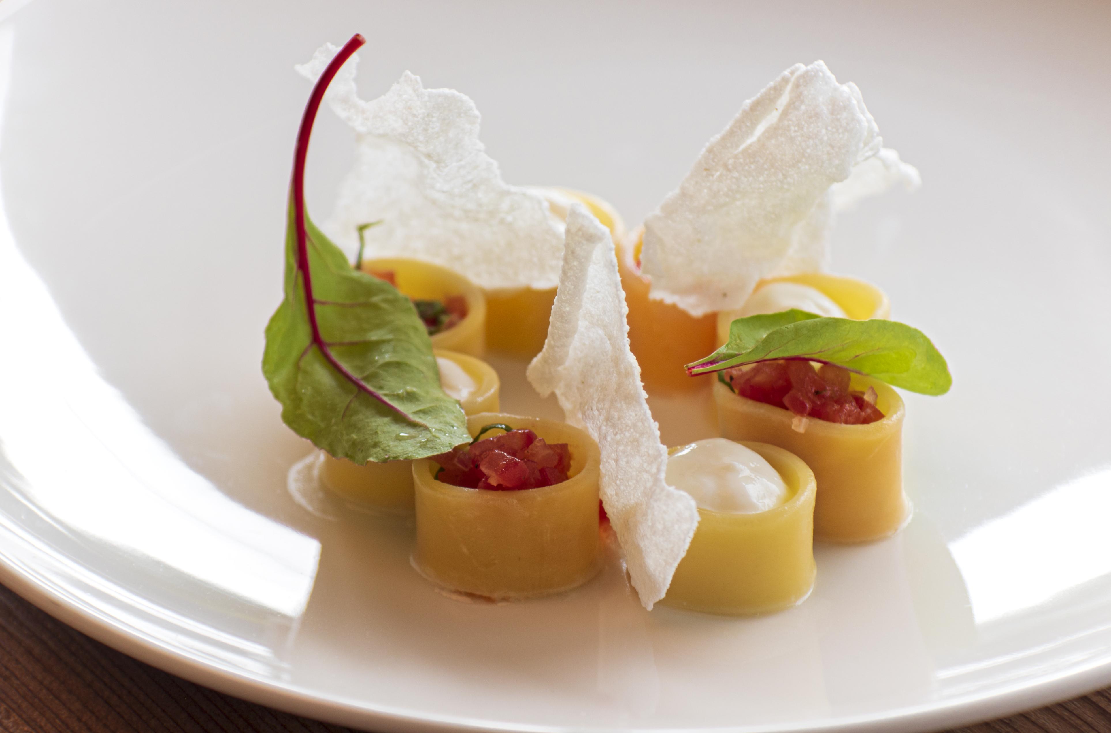 Calamarata tészta, ricotta* hab, citrusos paradicsom salsa