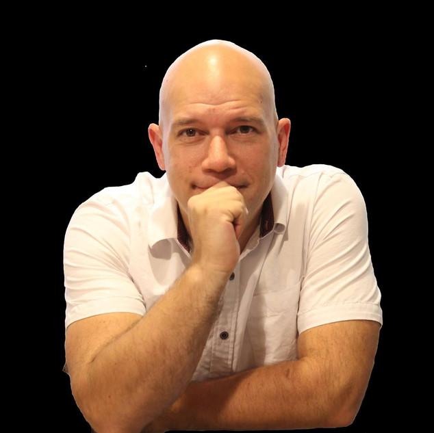 Enzo M Villaparedes