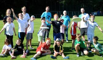 Beim Sommer-Sport-Camp auf der Sportanlage Weckhoven wurde die amerikanische Trendsportart Ultimate