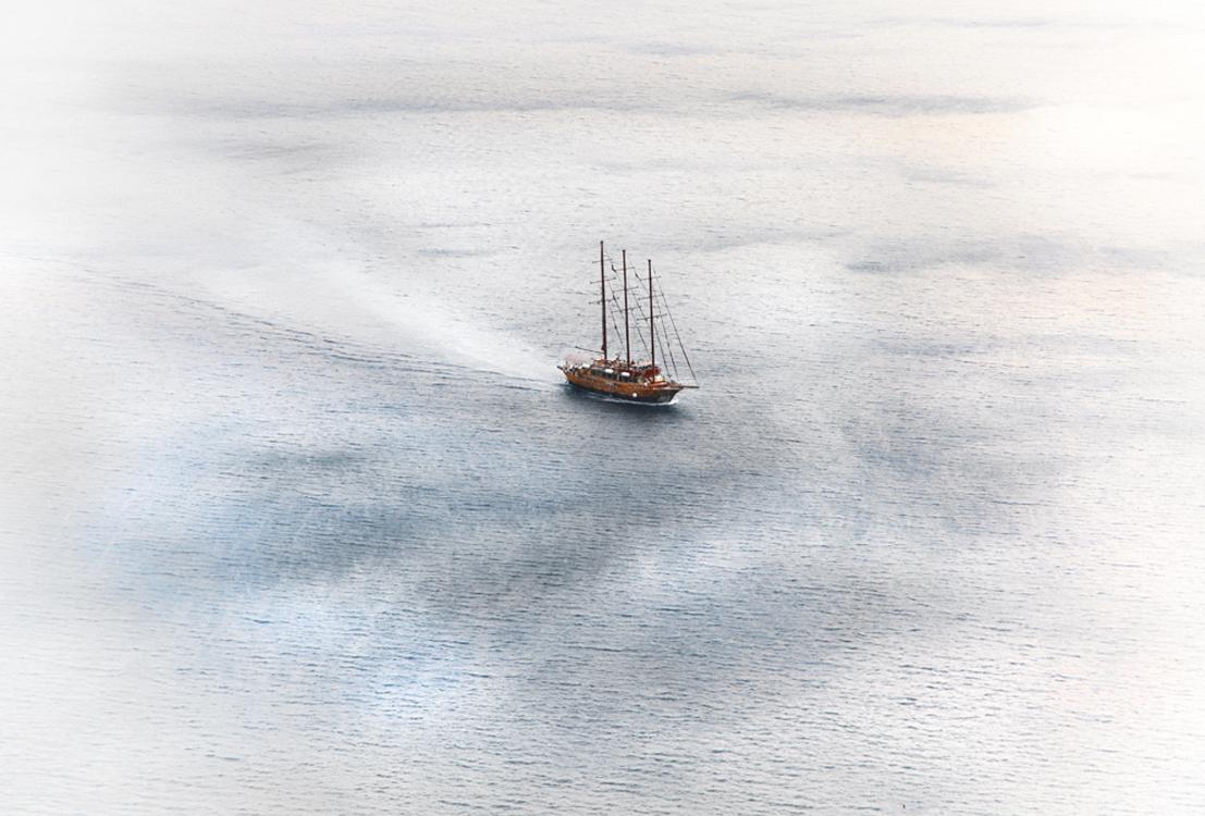 Boat at Sea | Santorini Greece  4641