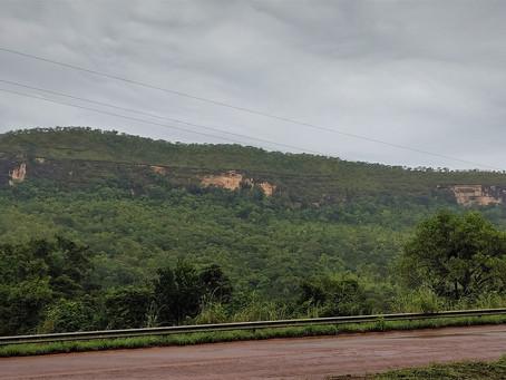 Imersão no Cerrado: água e serra.