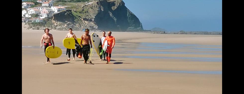 Posti magnifici per gli amanti del Surf.  Per gli amanti di questo sport e chi si vorrebbe avvicinare. Corsi disponibili per ogni livello.