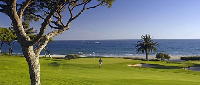 37 campi da golf in tutto l'Algarve a vostra disposizione. Tutti al massimo ad un'ora di macchina da Casa Vida Nova.