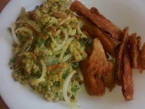 Repas rapide et efficace: Manioc avec ses œufs brouillés ou palapala