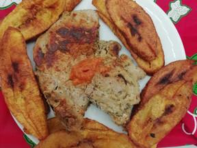 InstaPost : Frites de Plantain – Viande de porc Grillé – Piment