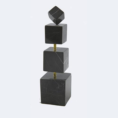 Quatre cubes marbre noir