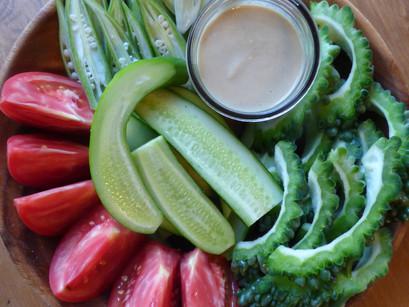 スティック野菜のタヒニソース
