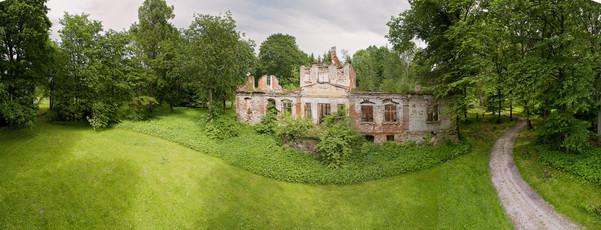 Eistvere mõisa peahoone varemed