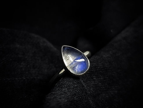Large Rainbow Moonstone Tear 925 Sterling Silver Ring