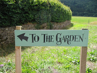 Signpost to Herefordshire Gardens, cycling holidays in England