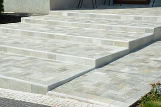 6 motivos para usar pedras na área externa