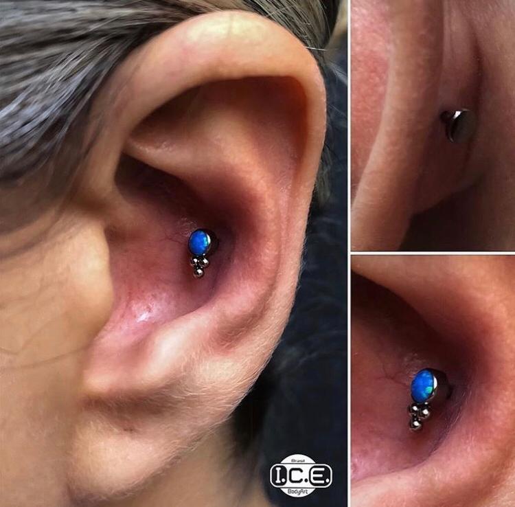 Conch Piercing x Titanium Opala Azul
