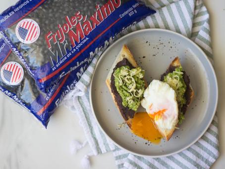 Avo Toast (Tostadas con guacamole, frijoles y huevo)