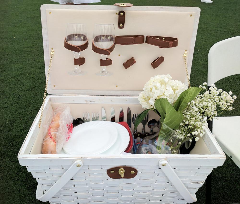 Diner en Blanc - picnic basket