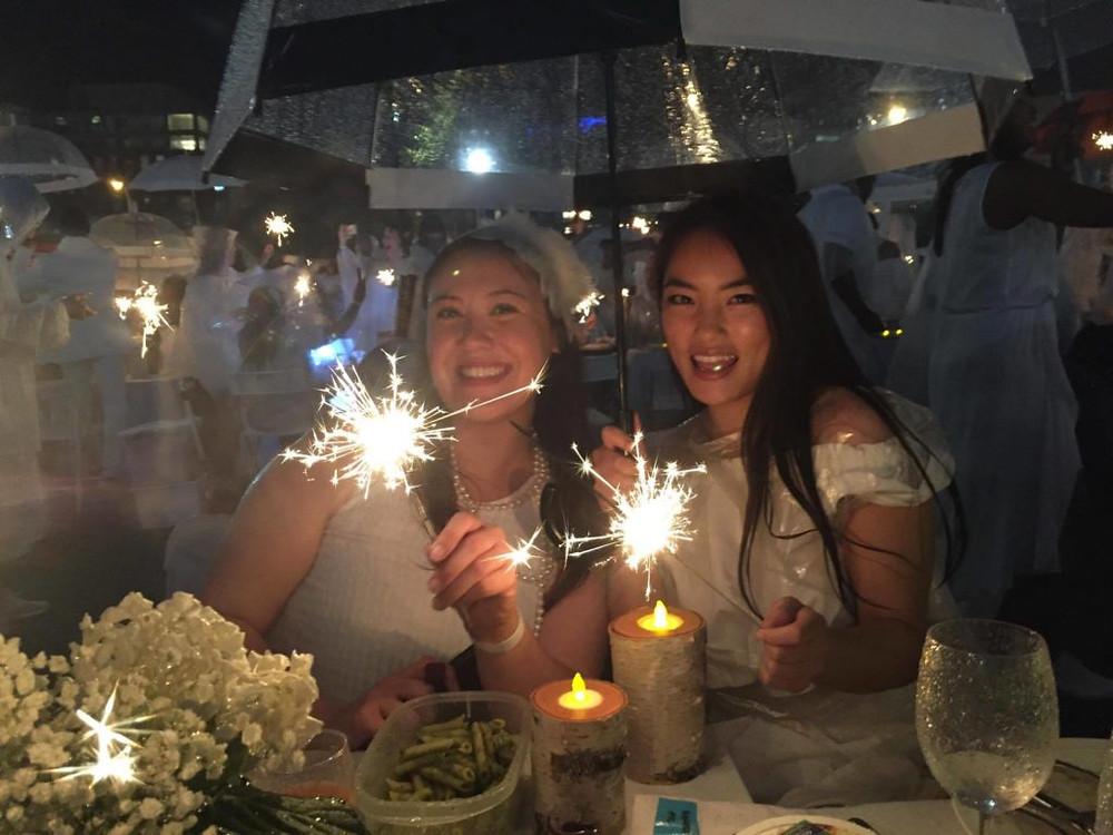 Diner en Blanc - sparklers