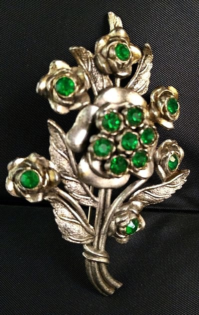L/N Green Rhinestone Flower Pin