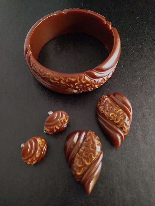 "Bakelite Chocolate ""squiggles"" Bracelet Dress Clips Earrings Parure"