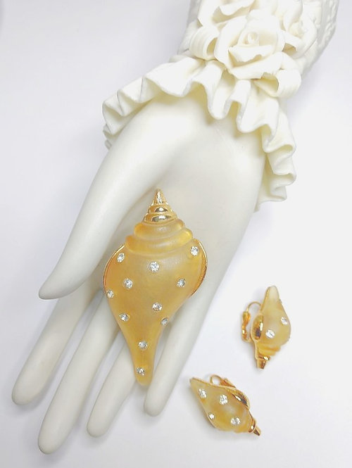 Sarah Coventry Lucite Sea Shell Pin & Earring Set