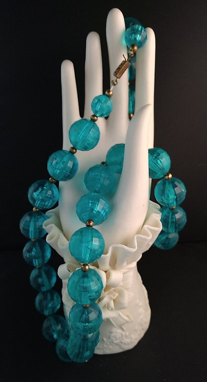 Faceted Beads Turquoise Lucite Necklace