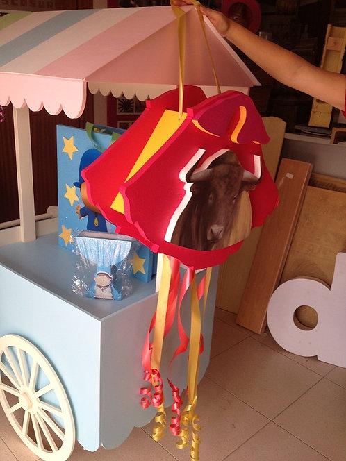 REF.825 Piñata Capote torero