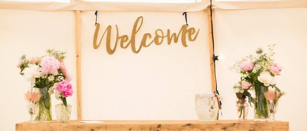 """GOLD GLITTERED """"WELCOME"""" SIGN"""