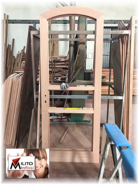 portone ad arco arcato legno